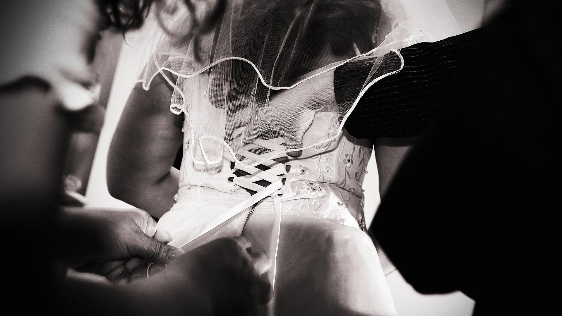 Ankleidung Braut