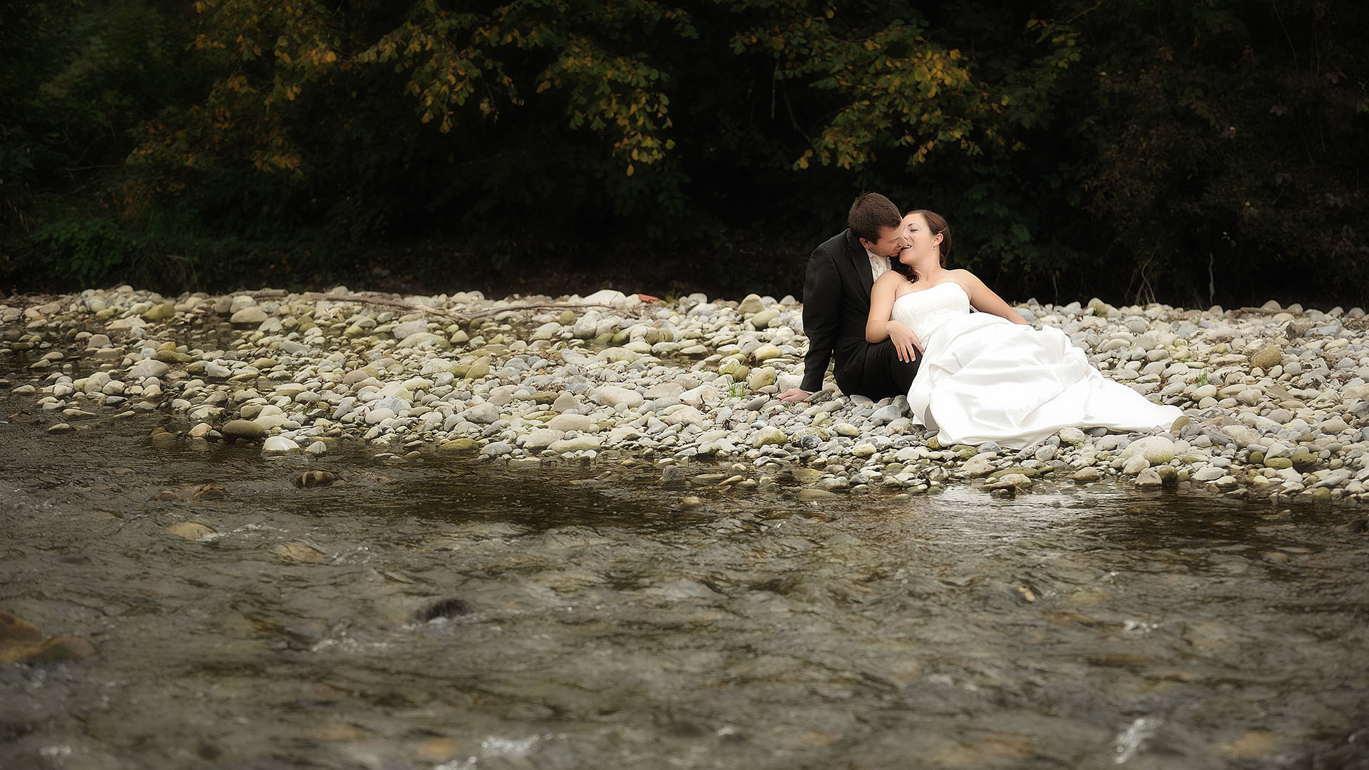 Trash-The-Dress am Wasser im Aargau