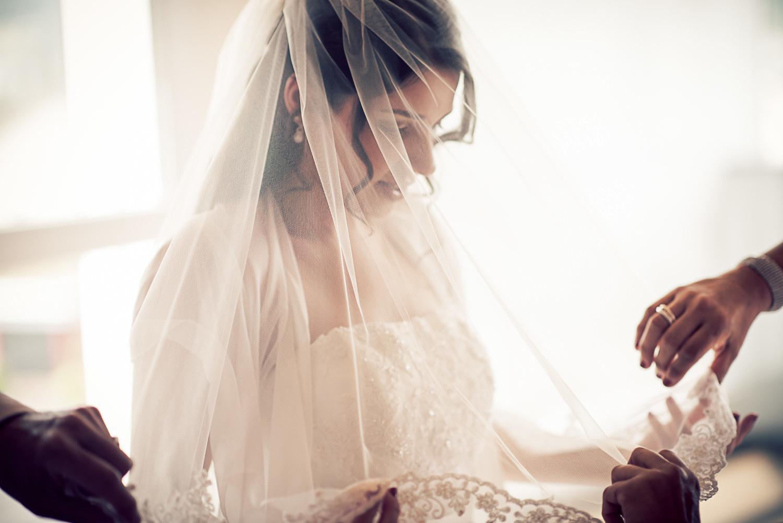 Braut mit Schleier Vorbereitung