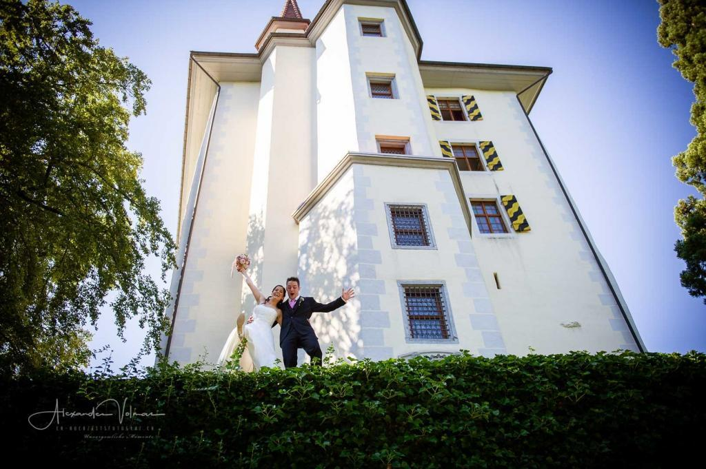Brautpaar Hochzeitsfotograf Brüstung Schloss Heidegg